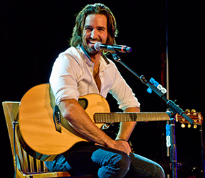 Jake Owen -- rtc2013-287.jpg